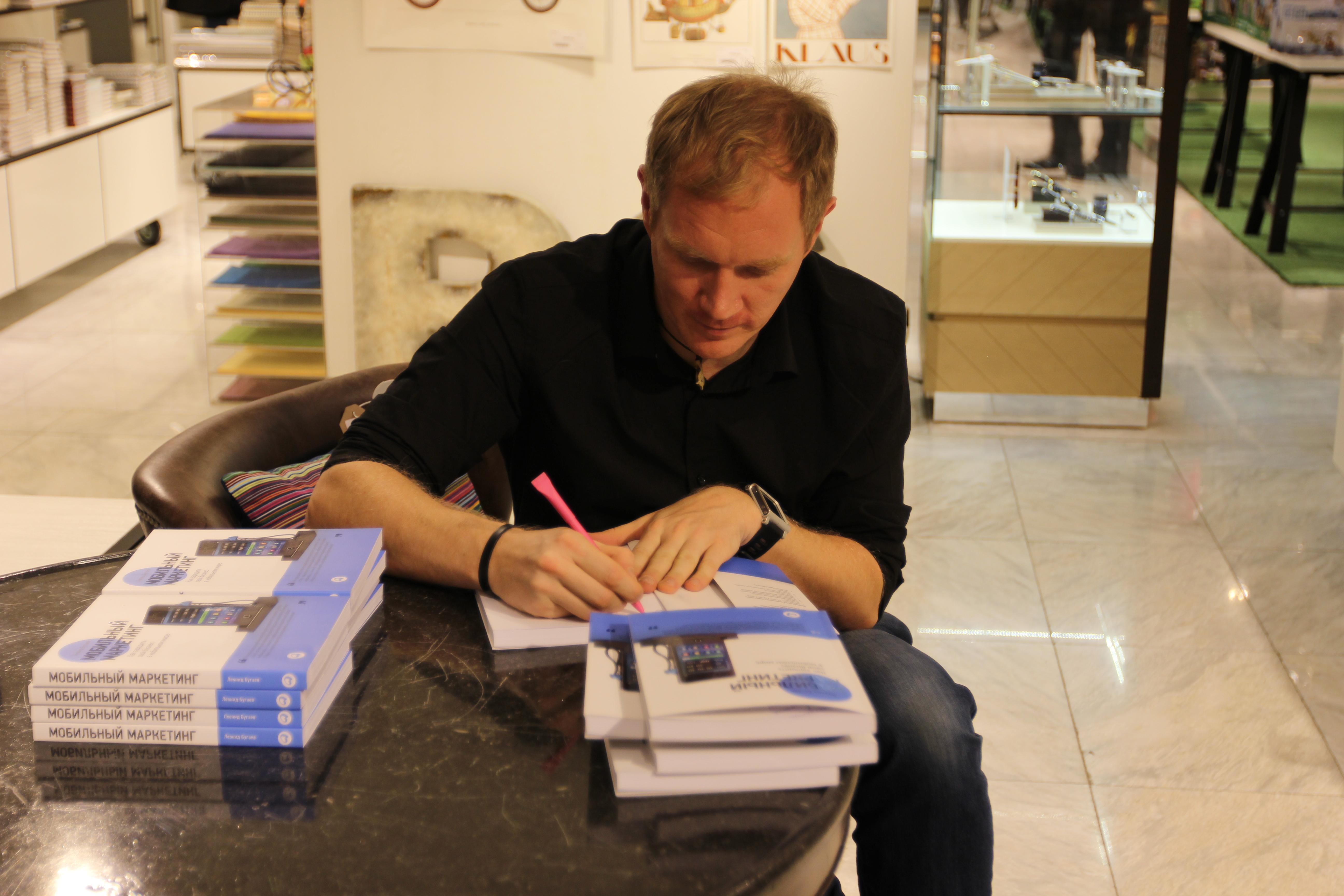 Signing_Books_IMG_7679